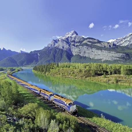 Rocky Mountaineer im Bow River Valley