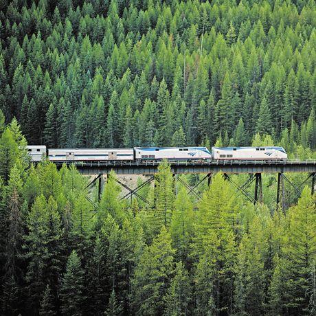 Amtrak Empire Builder auf freier Strecke